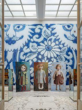 Gemeentemuseum, Delfts blauwe zaal, staand