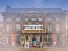 De Felicia's voor het Eschermuseum